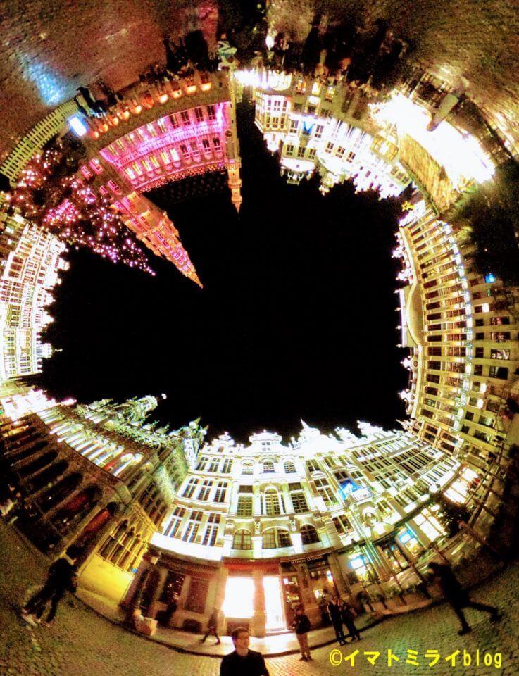 ベルギーのブリュッセルのグランプラスのプロジェクションマッピング の360度写真